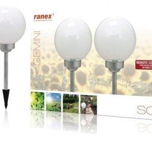 Kauko-ohjattu LED-aurinkokennolla varustettu pihavalaisin jossa maapiikki kahden kappaleen pakkaus