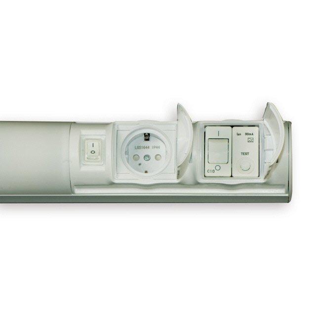 Kylpyhuonevalaisin 2x9W G23 IP44 597 mm vikavirtasuojattu valkoinen + 1-osainen pistorasia + kytkin