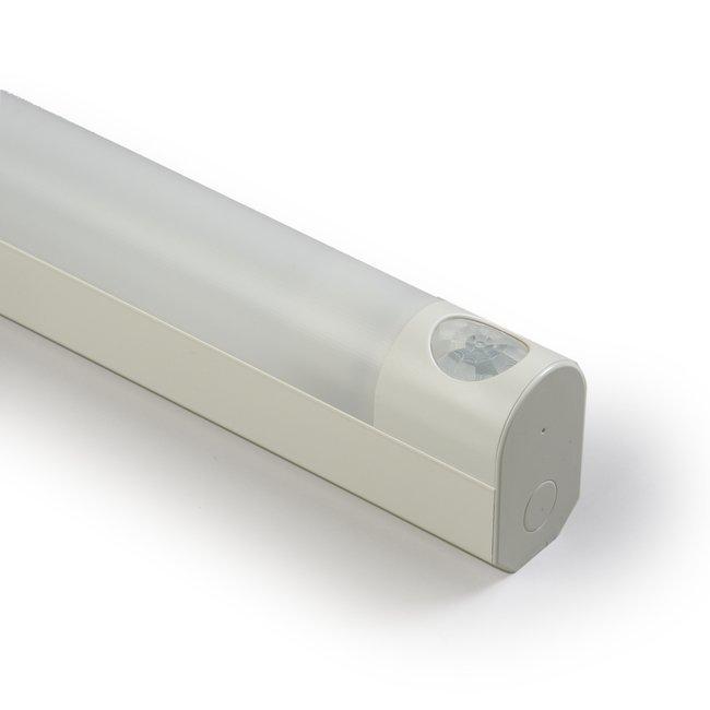 Tunnistinvalaisin PIR tunnistin-Jono AVR66.0184HP 18W T8/G13 764 mm pistorasialla valkoinen