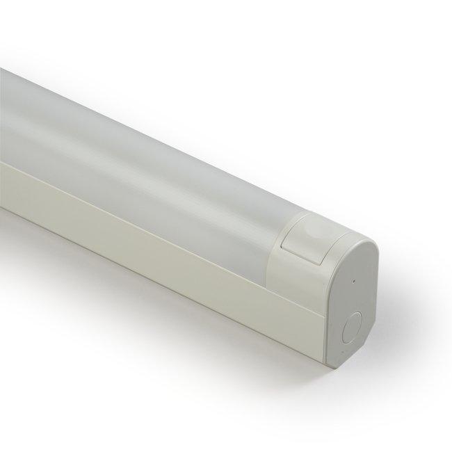 Yleisvalaisin Jono AVR66.0151P 15W T8/G13 599 mm kytkin + pistorasia valkoinen